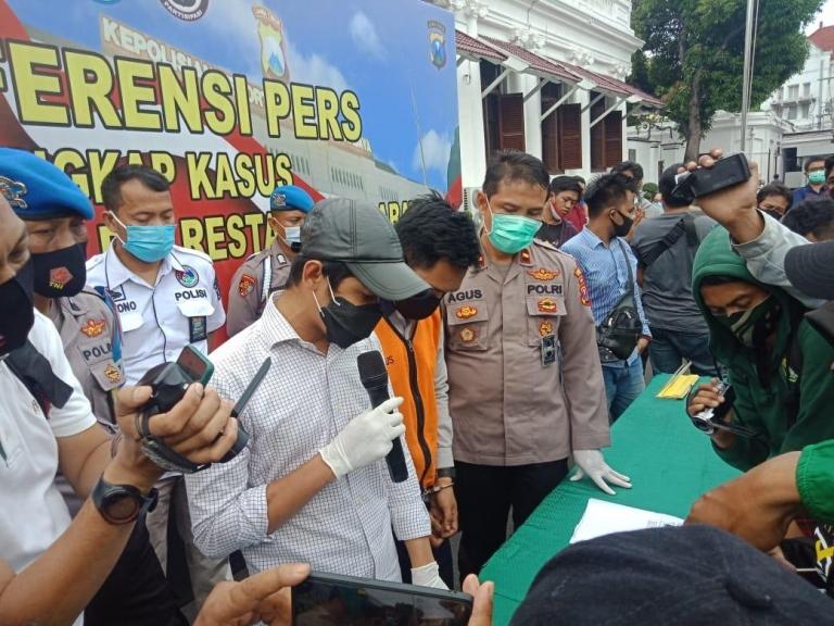 Keterangan jajaran Satresnarkoba Polrestabes Surabaya. (Foto: PMJ News)
