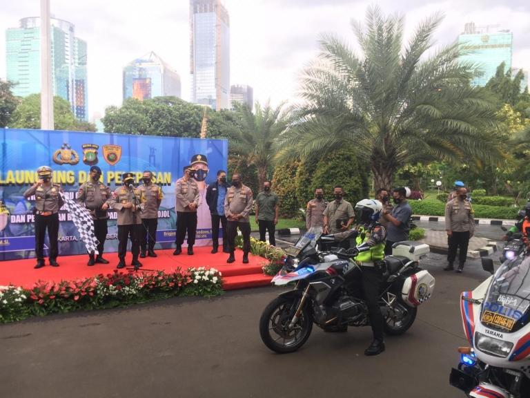 Kapolda Metro Jaya Irjen Pol Fadil Imran melepas tim Ojol Pemburu Covid-19. (Foto ; PMJ/Fjr).