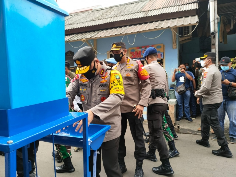 Kapolda Metro Jaya Irjen Pol Fadil Imran melakukan peninjauan Kampung Tangguh Jaya di wilayah Tambora Jakarta Barat.