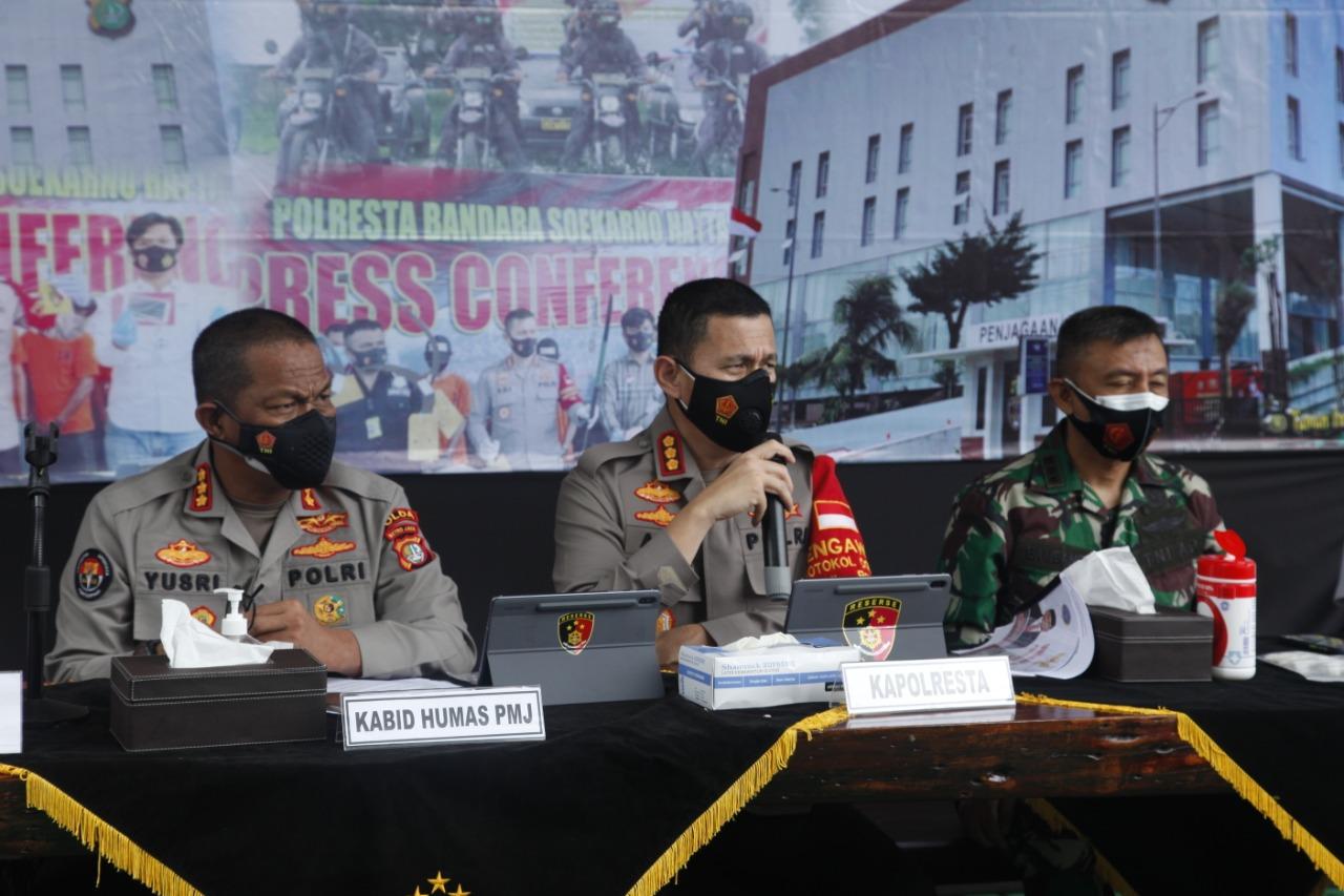 Kabid Humas Polda Metro Jaya Kombes Pol Yusri Yunus ikut serta menemani Kapolresta Bandara Soekarno-Hatta Kombes Pol Adi Ferdian Saputra dan jajarannya. (Foto: PMJ News)