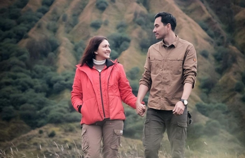 Donna Agnesia bersama sang suami Darius Sinatrya. (Foto: Instagram Donna Agnesia)