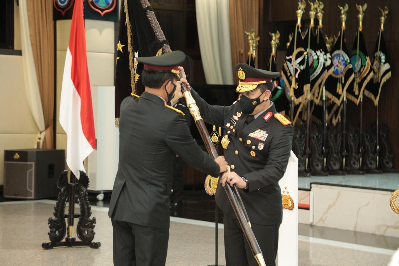 Jenderal Idham Azis serahkan kepemimpinan ke Jenderal Listyo Sigit. (Foto ;PMJ/Dok Polri).