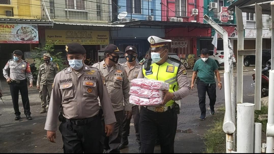 Anggota Polsek Medan Satria, Polres Bekasi Kota melaksanakan kegiatan operasi penegakkan disiplin protokol kesehatan. (Foto: PMJ News).