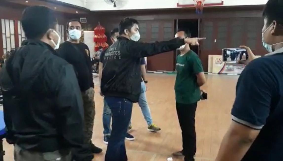 Satresnarkoba Polres Jakbar bersama Polsek Tambora dan personel gabungan merazia sejumlah tempat hiburan malam yang melanggar aturan PPKM di Jakbar. (Foto: PMJ News).