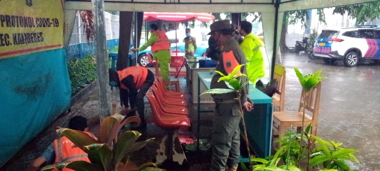 Pelanggar langsung dikenakan sanksi. (Foto Dok PMJ).