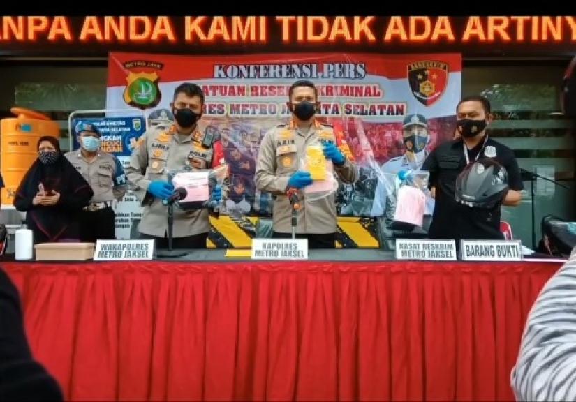 Polres Metro Jakarta Selatan menggelar perkara kasus penjambretan. (Foto: PMJ News/Dok Polrestro Jaksel).
