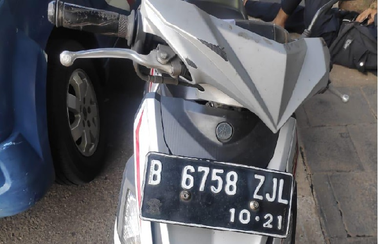 Pengendara sepeda motor mengalami kecelakaan tunggal di depan Wisma GKBI, Jakarta Pusat. (Foto: PMJ News/TMC Polda Metro Jaya).