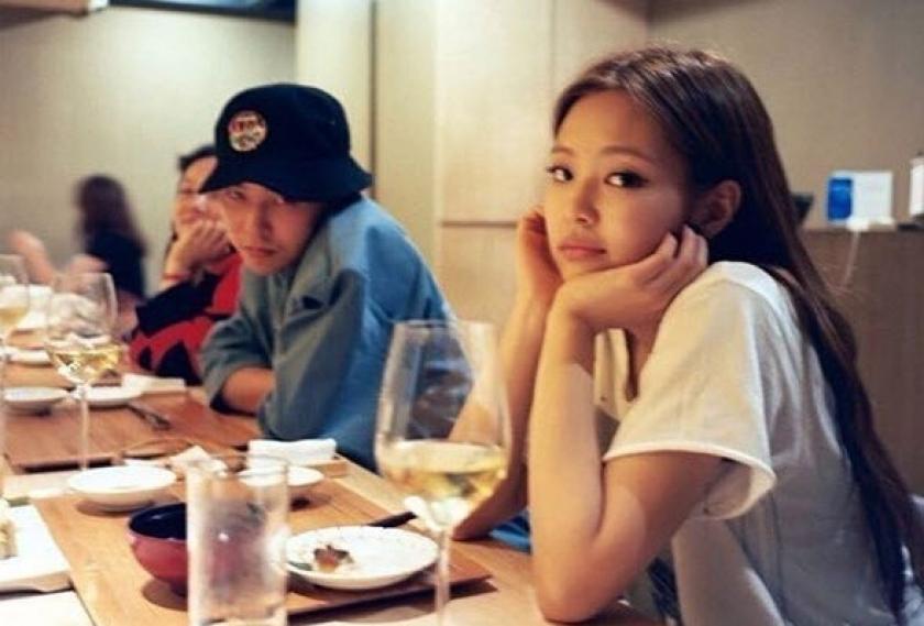 Jennie Blackpink dan G-Dragon terlihat kencan bersama di sebuah restoran. (Foto:PMJ News/IG@koreandispatch)