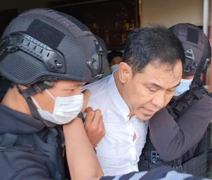 Munarman saat ditangkap Tim Densus 88 Antiteror Polri. (Foto : PMJ News/Ist).