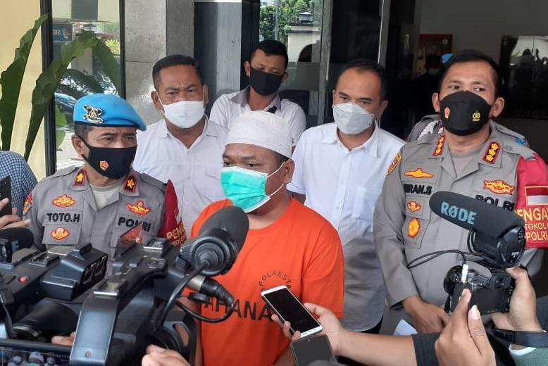 Seorang ustadz menjadi tersangka penyebaran hoax cerita babi ngepet di Depok. (Foto: PMJ News).