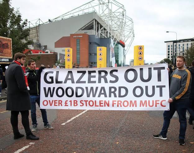 Luapan emosi dan kemarahan fans fanatik MU terhadap pemilik yaitu keluarga Glazer. (Foto: Dok Net)