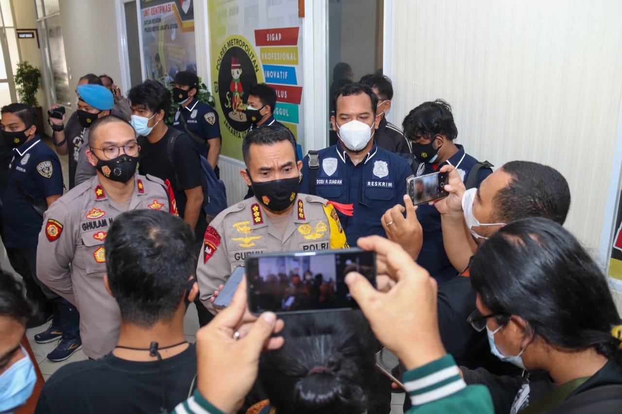 Keterangan Kapolres Metro Jakarta Utara Kombes Pol Guruh Arif Darmawan dan jajarannya. (Foto: PMJ News).