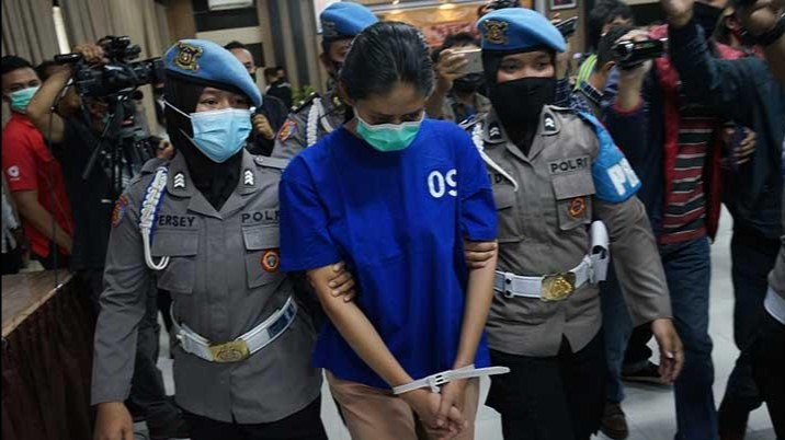 Pengungkapan kasus takjil sate beracun oleh jajaran Polres Bantul diperbantukan Polda DIY, dengan menjadikan Nani Apriliani jadi tersangka. (Foto: PMJ/ Istimewa).