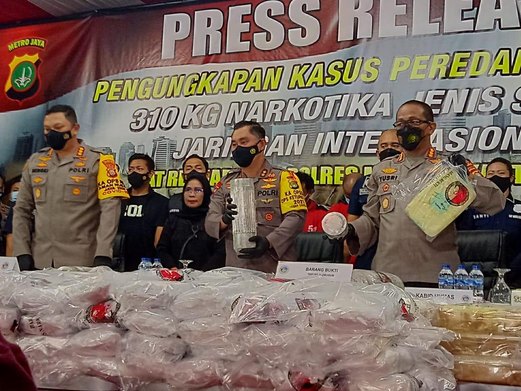 Keterangan Kapolda Metro Jaya, Irjen Pol Fadil Imran dan Satresnarkoba Polres Metro Jakarta Pusat. (Foto: PMJ News/ Yenni).