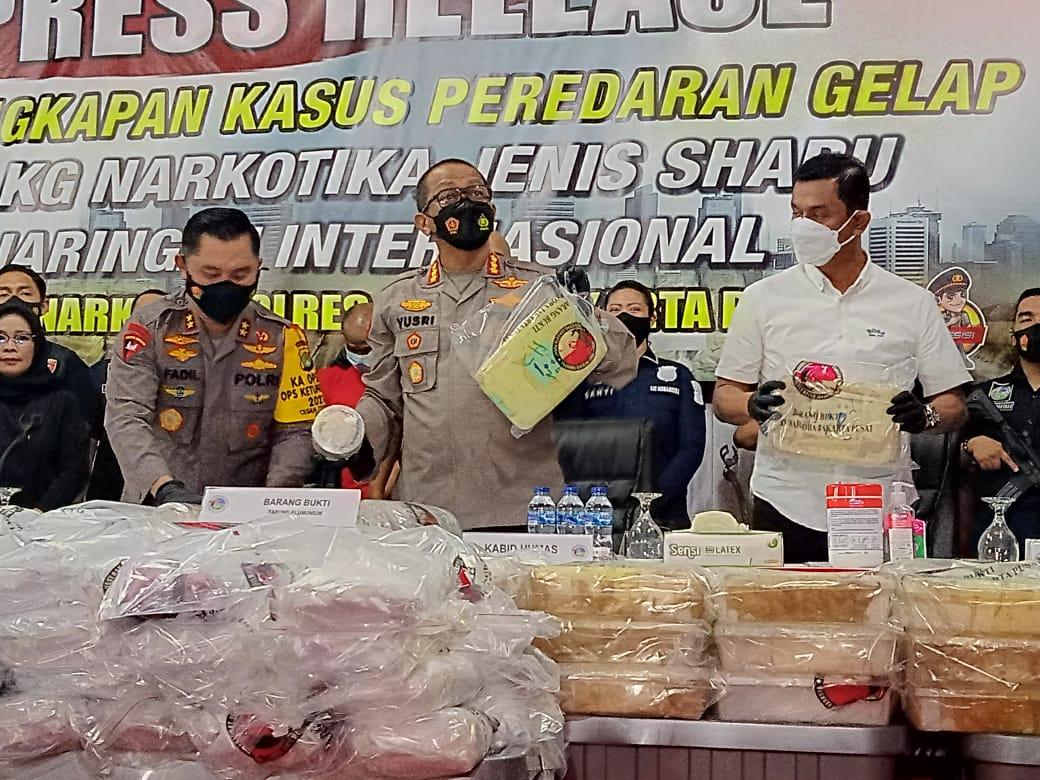 Keterangan Kapolda Metro Jaya dan jajarannya dalam pengungkapan kasus sabu jaringan internasional. (Foto: PMJ News/ Yeni)