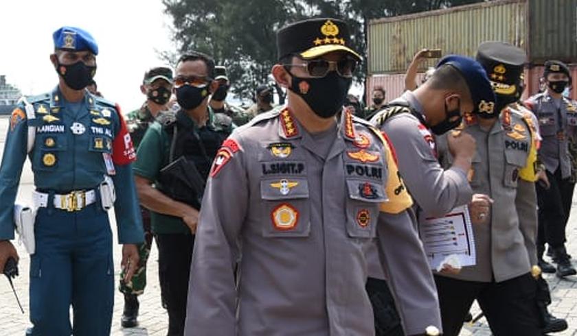 Kapolri Jenderal Listyo Sigit Prabowo bersama stakeholder terkait meninjau posko penyekatan di Gerbang Tol Pejagan, Brebes. (Foto: PMJ News).