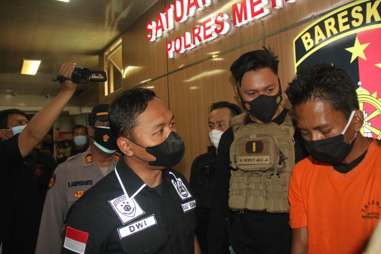 Polisi tengah introgasi pelaku. (Foto: PMJ News)