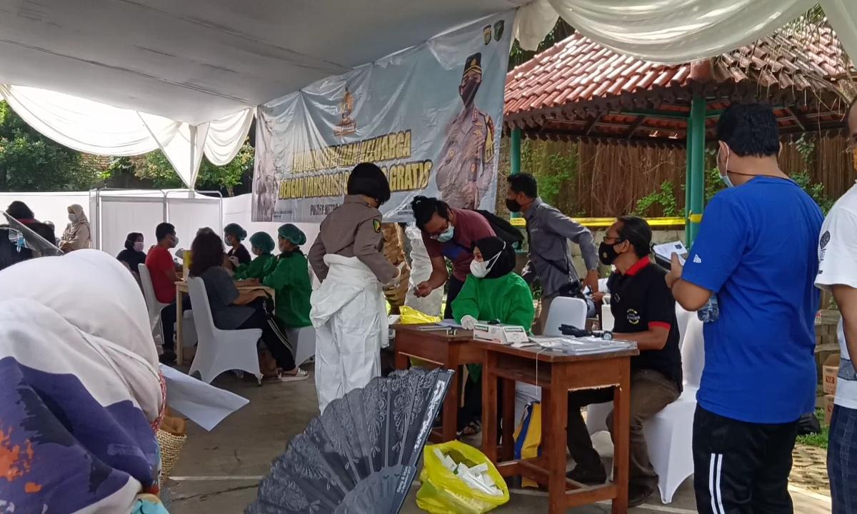 Vaksinasi Massal di Jaktim. (Foto : PMJ/Yenni).