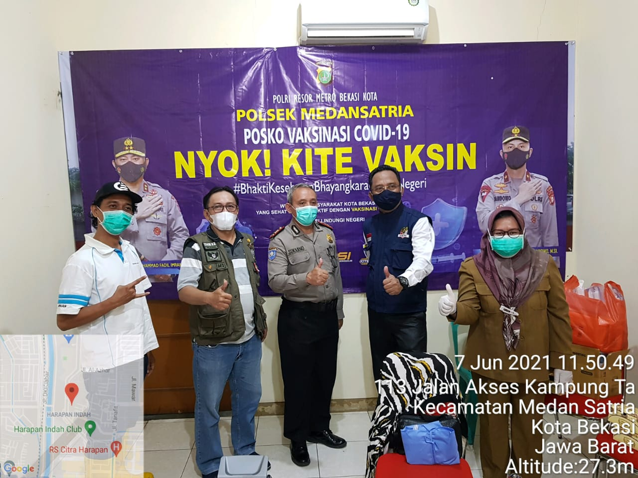 Vaksinasi Covid-19 di Posko Polsek Medan Satria. (Foto: PMJ News)