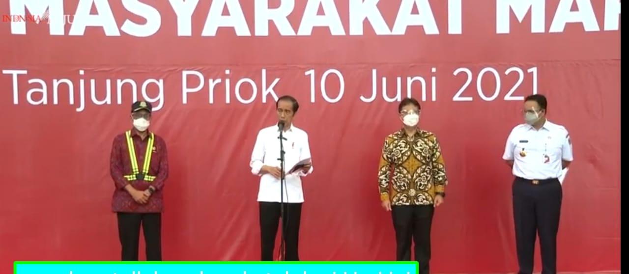 Presiden Jokowi dan jajarannya meninjau langsung vaksinasi Covid-19 di Pelabuhan Sunda Kelapa. (Foto: Tangkapan layar YouTube Setpres).