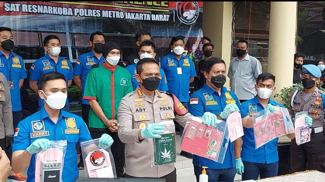 Sejumlah barang bukti yang diamankan polisi. (Foto: PMJ News/ Yeni)