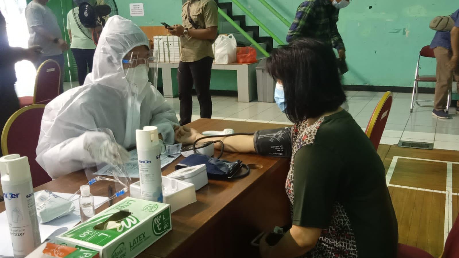 Vaksinasi Covid-19 di Cipinang. (Foto : PMJ/Yenni).