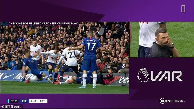 Penggunaan teknologi VAR dalam pertandingan Liga Inggris (Foto: Dok Net)