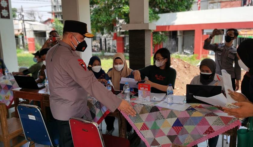 Kapolda Metro Jaya, Irjen Pol Fadil Imran meninjau acara Soft Launching Vaksinasi Merdeka di wilayah Jakarta Timur. (Foto: PMJ News).