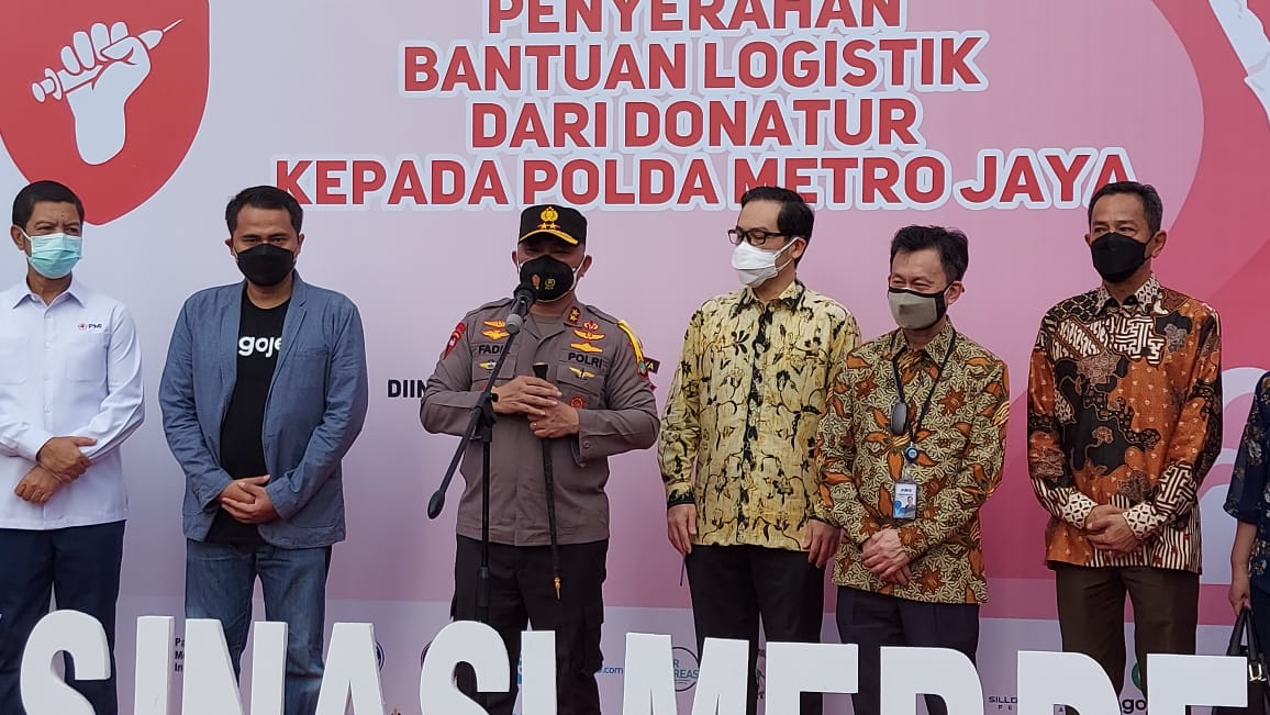 Kapolda Metro Jaya Irjen Pol Fadil Imran bersama para donatur yang ikut menyukseskan program Vaksinasi Merdeka. (Foto: PMJ News/Yeni)