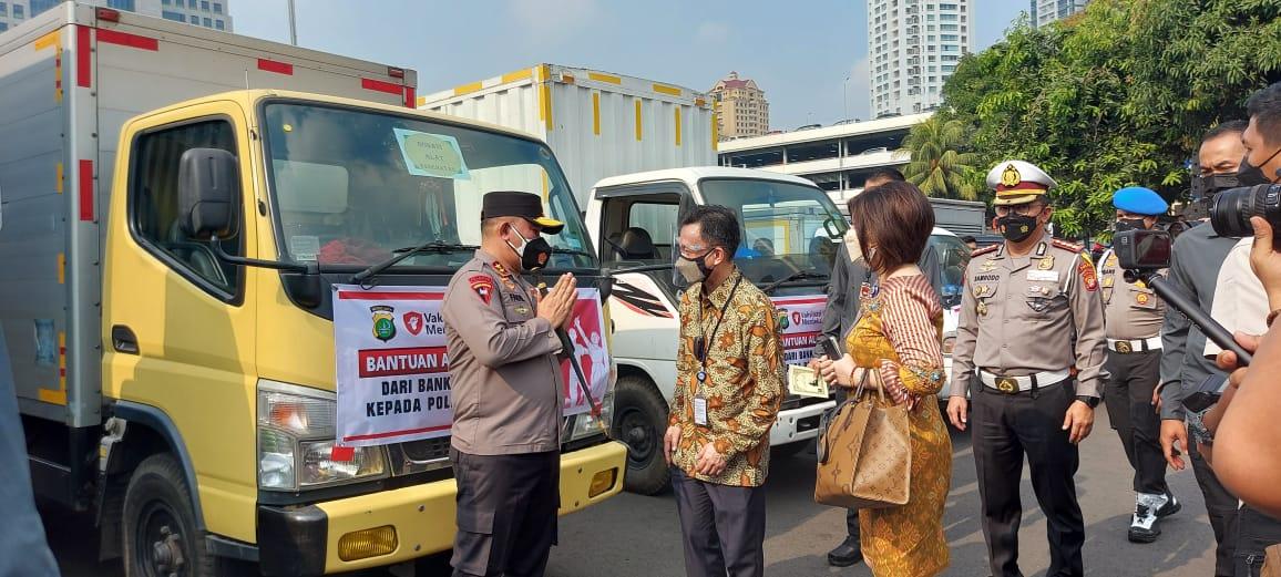 Kapolda Metro Jaya Irjen Pol Fdail Imran berterimakasih atas donasi yang diberikan para donatur dalam penanganan Covid-19. (Foto: PMJ/Yenni).