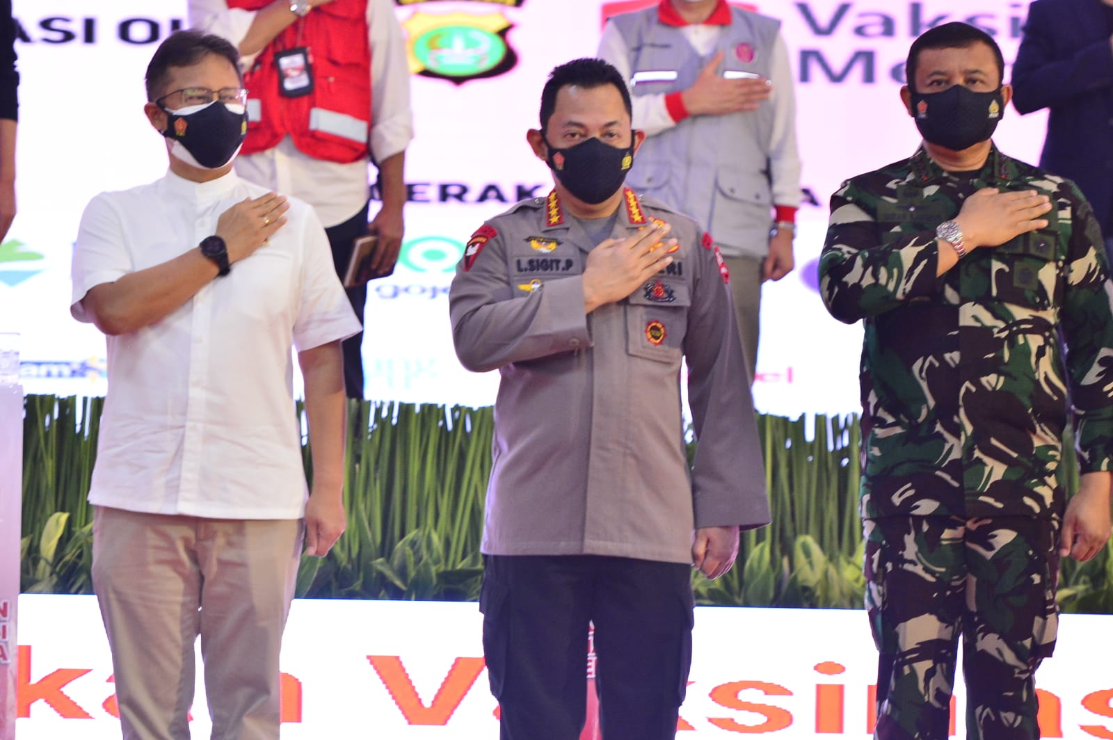 Kapolri Jenderal Pol Listyo Sigit Prabowo dan jajarannya beserta seluruh stakeholder melaouncing Vaksinasi Merdeka. (Foto: PMJ News)lein