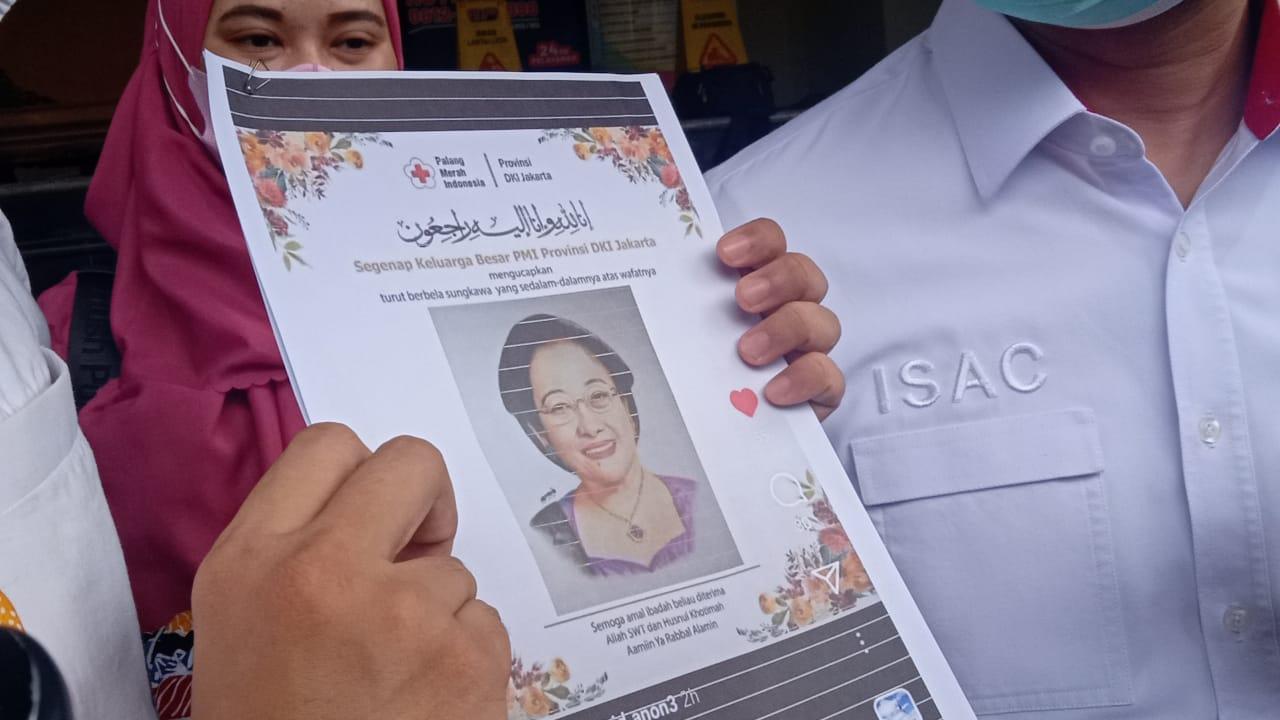 Barang bukti berupa hoaks flyer yang mencatut nama Palang Merah Indonesia. (Foto: PMJ News/Yeni)